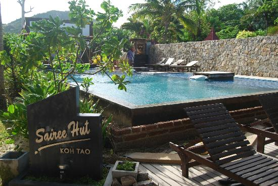 ทรายรี ฮัท รีสอร์ท: Swimming pool