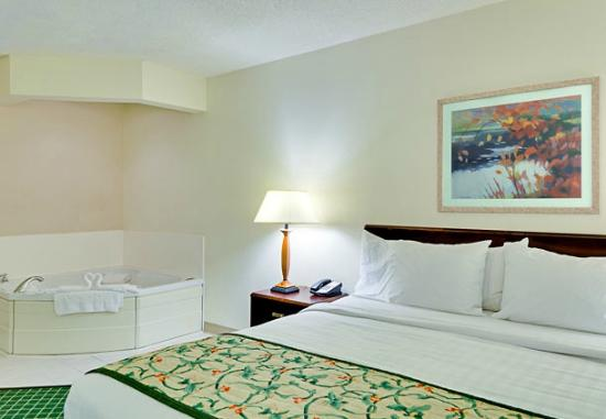 Fairfield Inn & Suites Chicago Southeast/Hammond, IN: King Whirlpool Room