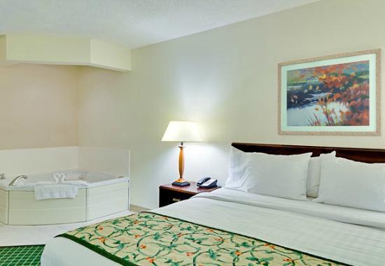 Fairfield Inn & Suites Chicago Southeast/Hammond, IN : King Whirlpool Room