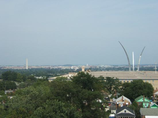 Sheraton Pentagon City Hotel: View from room on 9th floor (City view room)