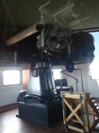 Urania-Sternwarte: View of the scope through plexiglass window.