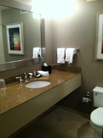 The Westin Cincinnati: bathroom.