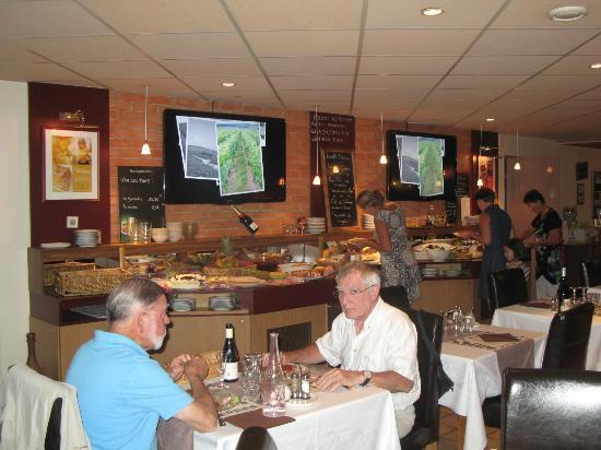 Prim'Hotel Bagatelle : Buffet du soir