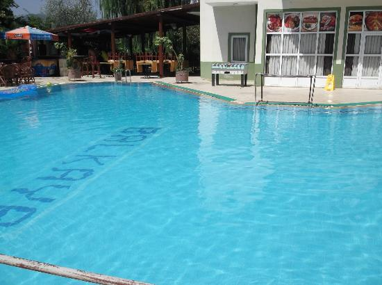 Balkaya Hotel: the pool and dining area