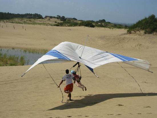 Kitty Hawk Kites Hang Gliding School : Hang gliding on the dunes
