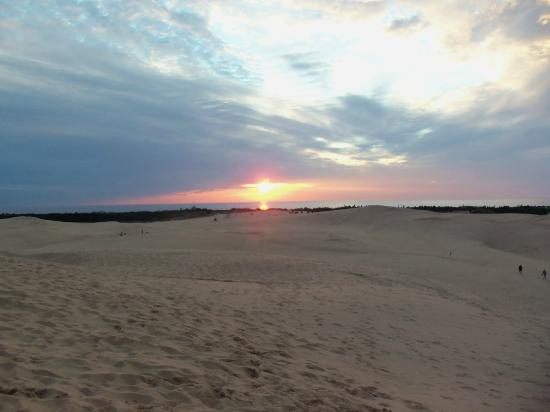 Dunes Waterfront Resort: Sunset from the dunes