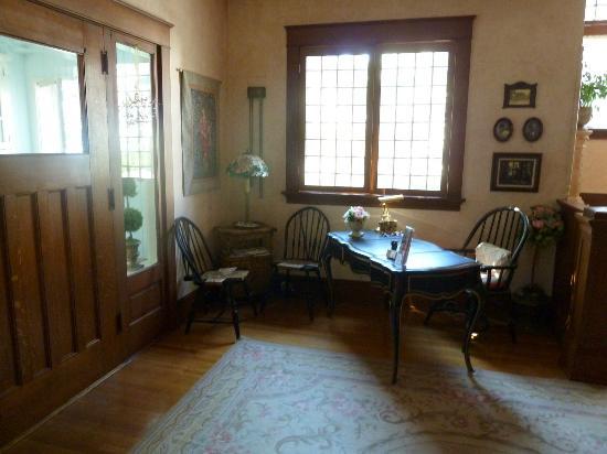 Briar Rose Inn: Foyer