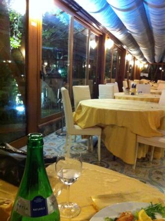 Sala da pranzo picture of ristorante l 39 incanto for Sala da pranzo nuovarredo