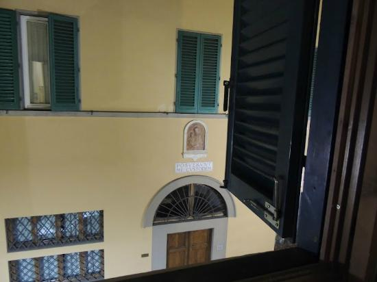 Hotel Vasari Palace: View from our window.