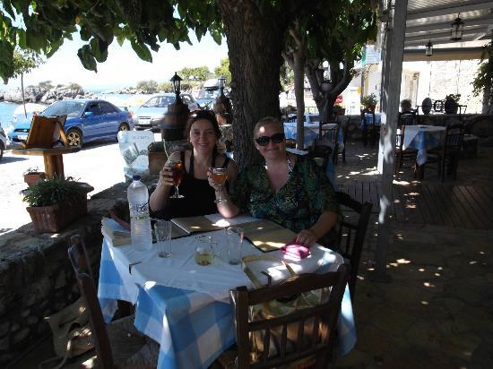 Avli tis Theanos : 2 very happy customers!