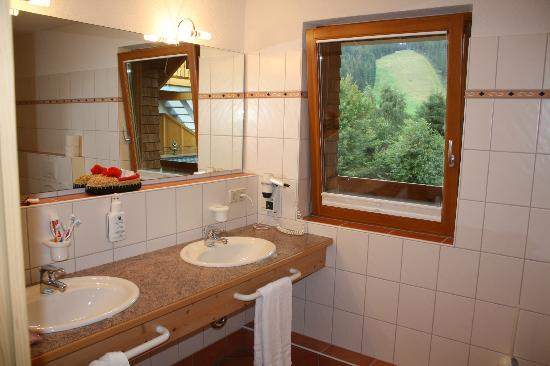 Hotel Schlehdorn : bathroom
