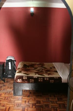 Hotel Kathmandu Terrace: letto matrimoniale nella delux