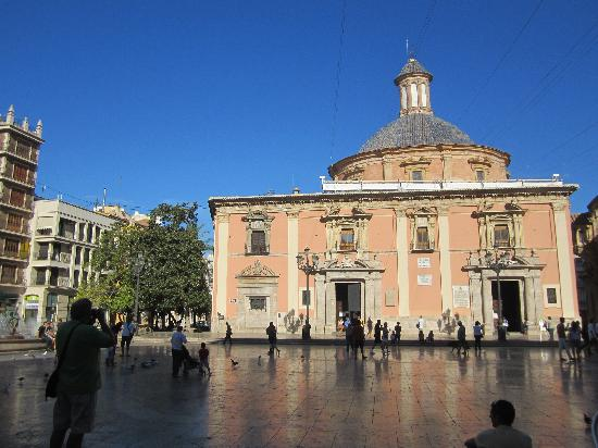 Basilica de la Virgen de los Desamparados: Basílica e Plaza de la Virgen