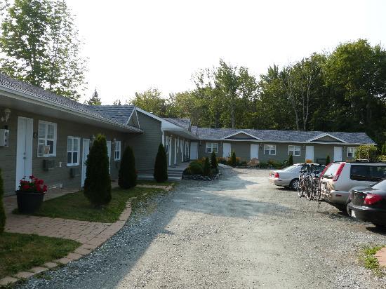 Motel des Cedres: vue du motel