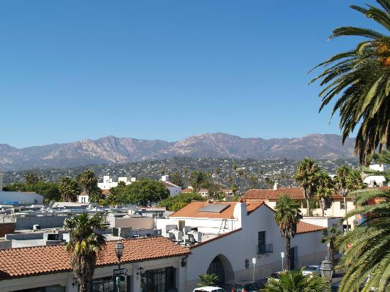 Holiday Inn Express Santa Barbara: View from 3rd floor elevator area