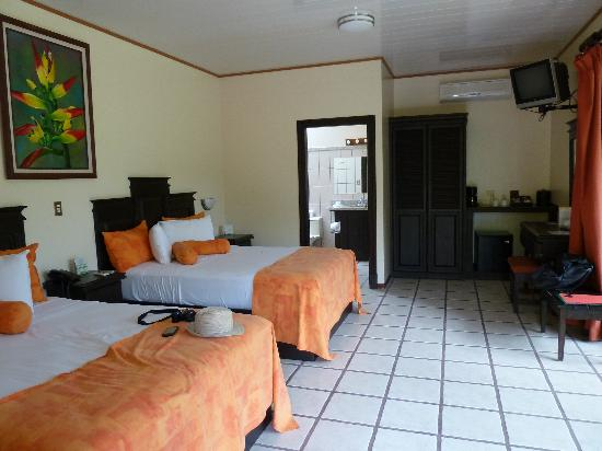 Arenal Manoa Hotel: Chambre pour 4