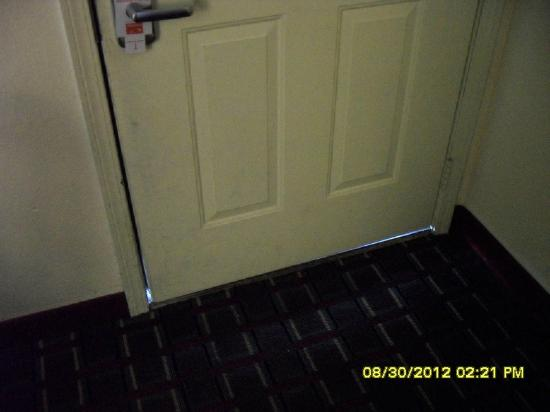 Econo Lodge: Light coming from the door; natural light