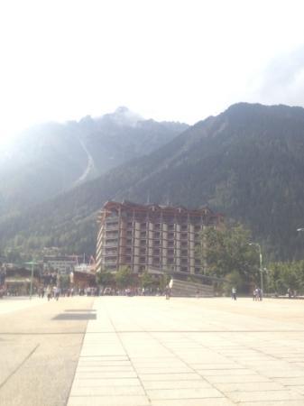 Alpina Eclectic Hotel: hotel et le Mont Brévent 