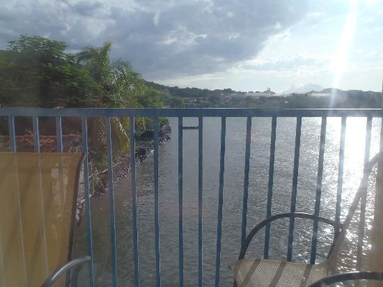 Hotel Mirador de Amapala: Vista desde el Balcon en la tarde