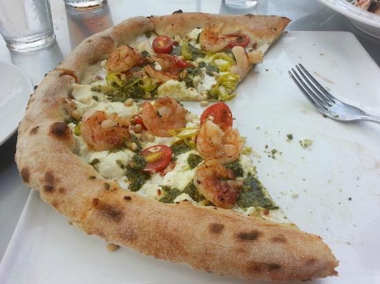 Basta: Shrimp pesto pizza