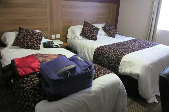 Comfort Inn Kings Cross: The single and double beds