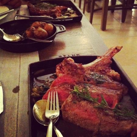 Le Bistrot de la Coquillade: côte de bœuf délicieuse et copieuse!