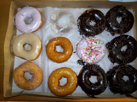 Duck Donuts: THEY ARE SO GOOD ONE IS ALREADY MISSING!