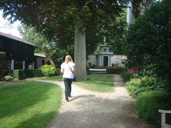 Talbot House : Garden view