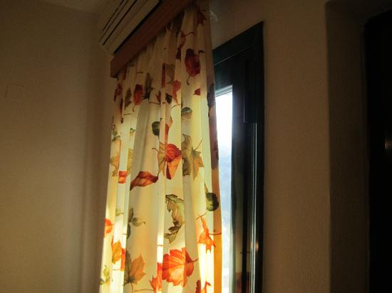 Erivolos Apartments: Finestra senza scuri