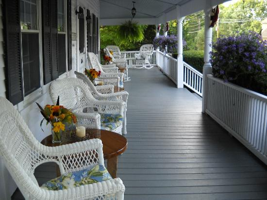 Yardarm Village Inn: The front porch