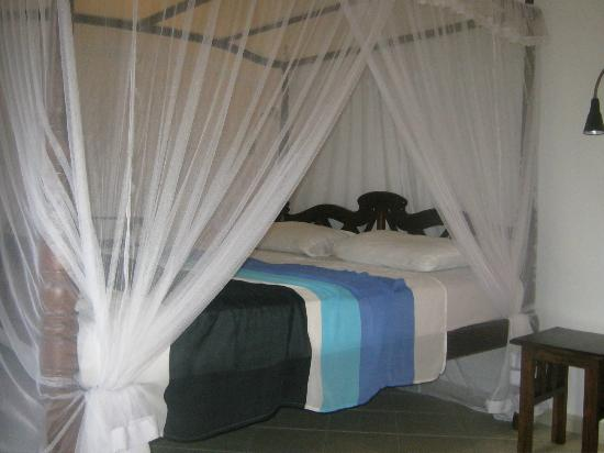 Unawatuna Nor Lanka Hotel: The very comfortable bed!