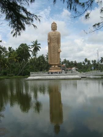 Unawatuna Nor Lanka Hotel: Buddhist tsunami memorial