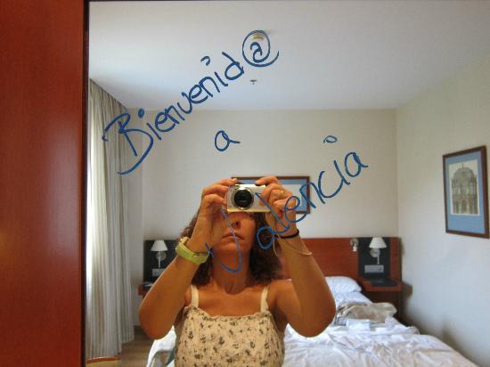 Tryp Valencia Oceanic Hotel: Mensaje de bienvenida en el espejo