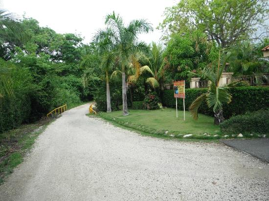 Road coming into front of Villa del Sol