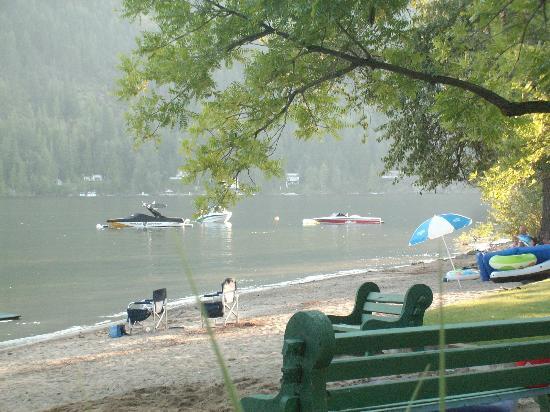 Sunflower Inn B&B: Private Beach, water was clean and clear