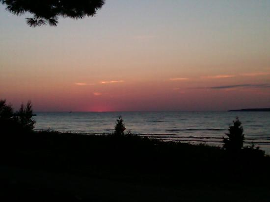 Petoskey, MI: Sunset at the Inn
