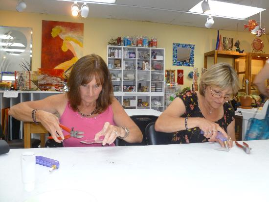 The Glass Palette - Interactive Glass Art Studio: Learning how to cut glass