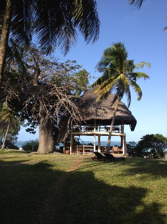 Galu Beach Retreat: The bar and restaurant