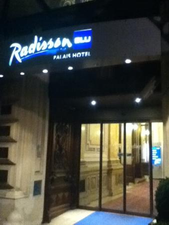 Radisson Blu Palais Hotel, Vienna: the entrance