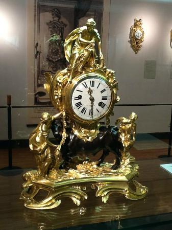 German Clock Museum: Medium antique clock