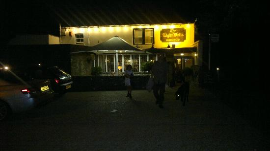 The Eight Bells: We went in the evening!