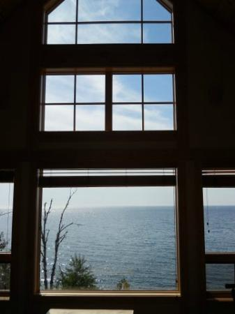 Cove Point Lodge: Front windows