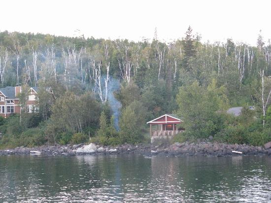 Cove Point Lodge: Mickey's Fish House & Campfire taken from Cove Point