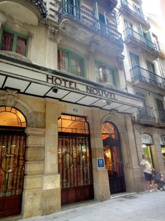 Nouvel Hotel: Outside of the hotel