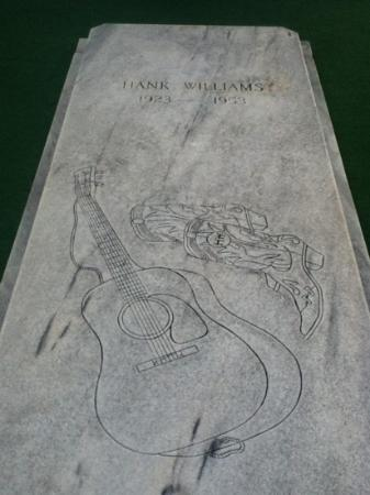 Montgomery, AL: hanks memorial