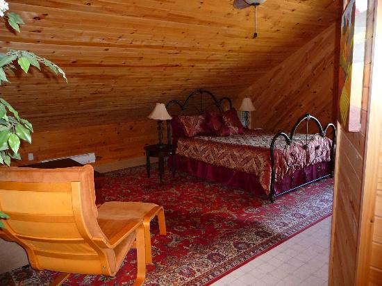 The Parrsboro Mansion Inn: Tuscany Suite