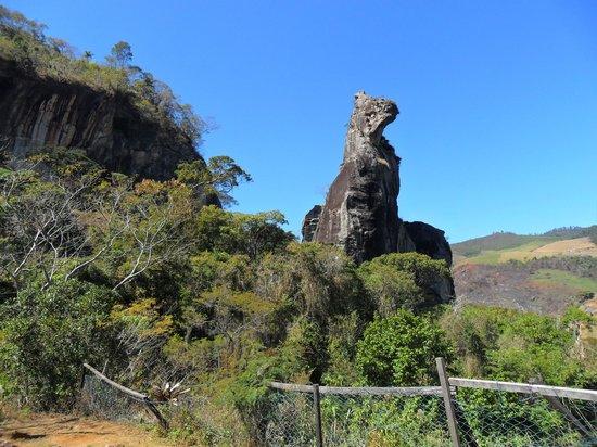 Nova Friburgo: Esta é a vista da Pedra do cão ao concluir a trilha, mas dá pra subir até o topo da pedra escala