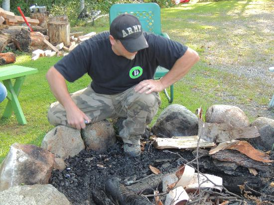 Birch Bend MotoLodge: Mike and the fire pit