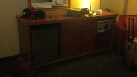 La Quinta Inn & Suites Savannah Southside : Executive King room has fridge and microwave