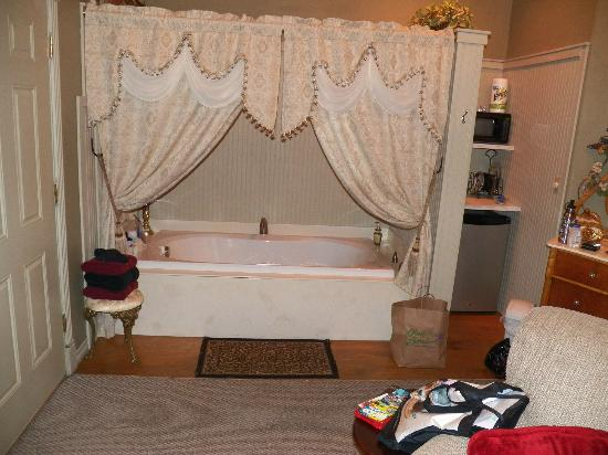 Bed and Breakfast on White Rock Creek: Whirlpool Tub for Two